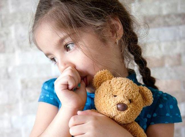 زمان مناسب جلوگیری از مکیدن انگشت کودکان